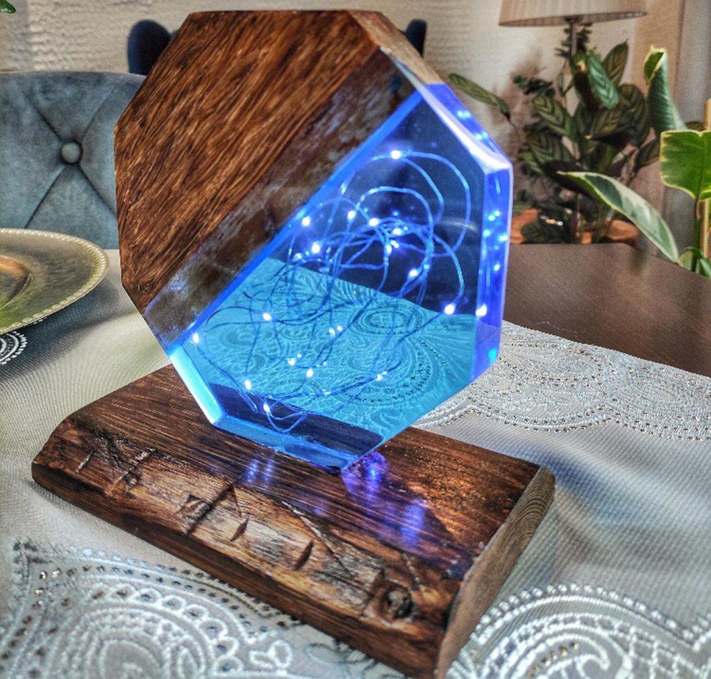 Lampka-led-z-zywicy-handmade-niebieska