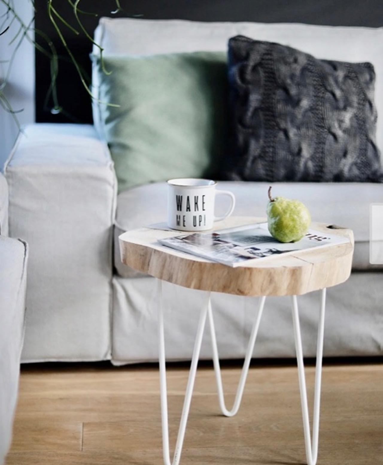 Stolik-z-plastra-jasne-drewno